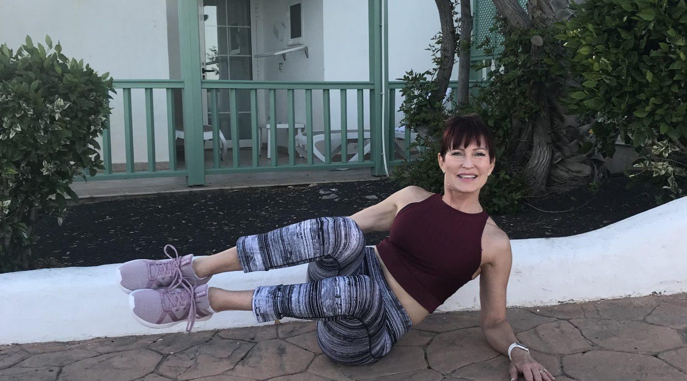 Mo's Moves December 2019: Trim Your Waistline Side Crunch